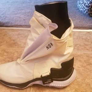 Ladies Nike boots /sneakera